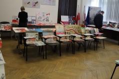 Zdjęcie przedstawia obrady komisji konkursowej.